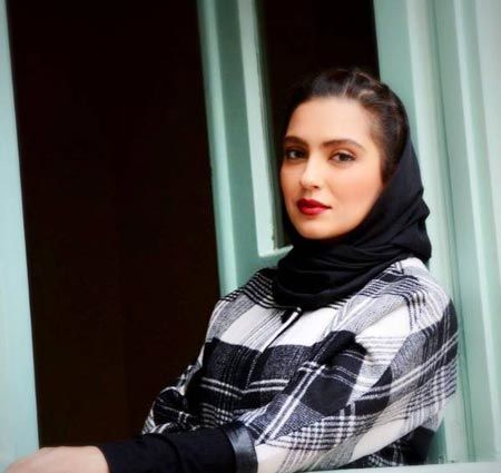 بیوگرافی مونا کرمی