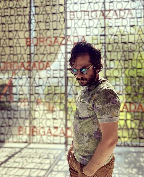 ژست هنری عباس غزالی + عکس