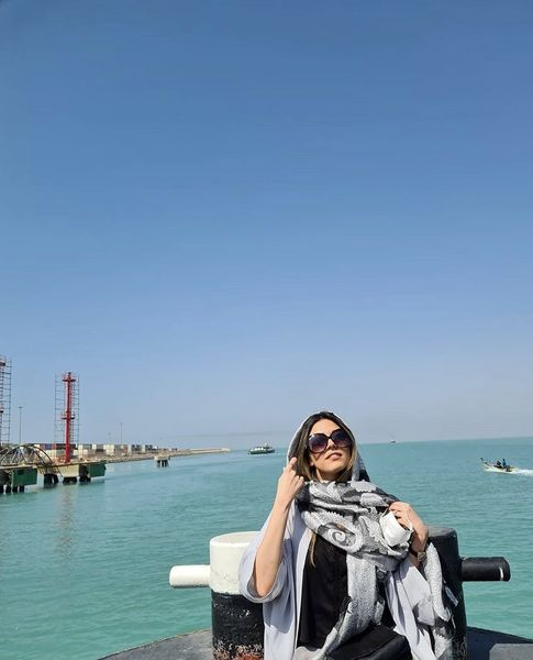ماهور الوند در کنار دریا + عکس