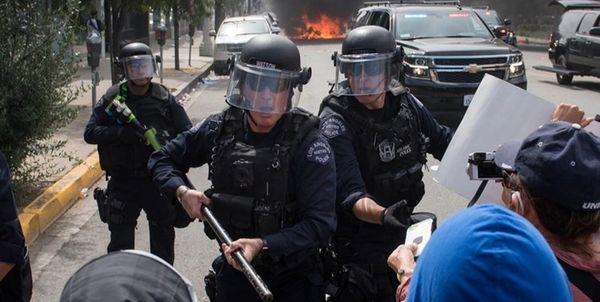 درگیری پلیس با طرفداران ترامپ + فیلم