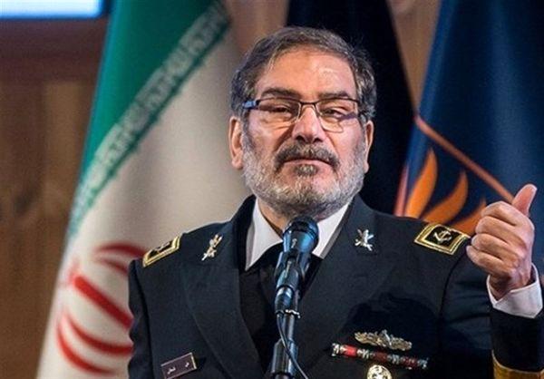 شمخانی: پرچم ایران از همت وغیرت مجاهدان استوار مانده است
