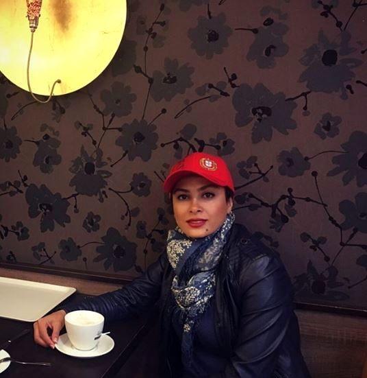 سکوت حدیث تهرانی در کافه+عکس