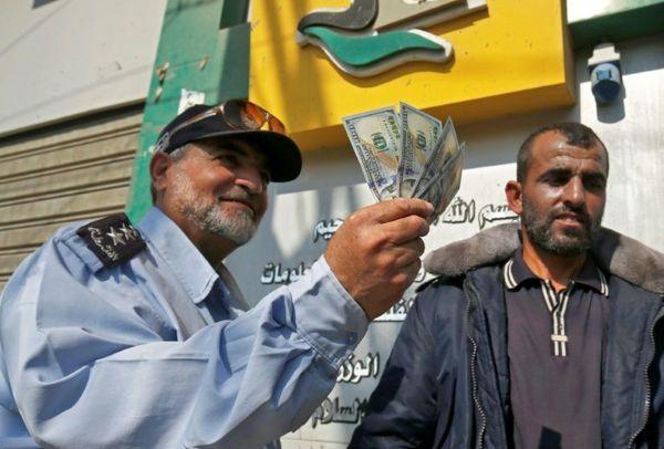 توزیع دلار در غزه!