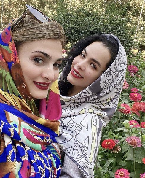 سلفی گل گلی ملیکا شریفی نیا و دوستش + عکی