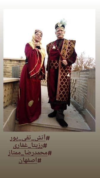 رزیتا غفاری و آتش تقی پور با لباسهای قجری + عکس