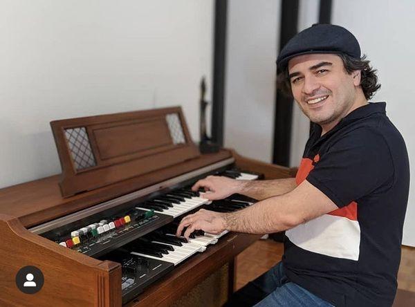ارگ زدن پیانیست مشهور + عکس