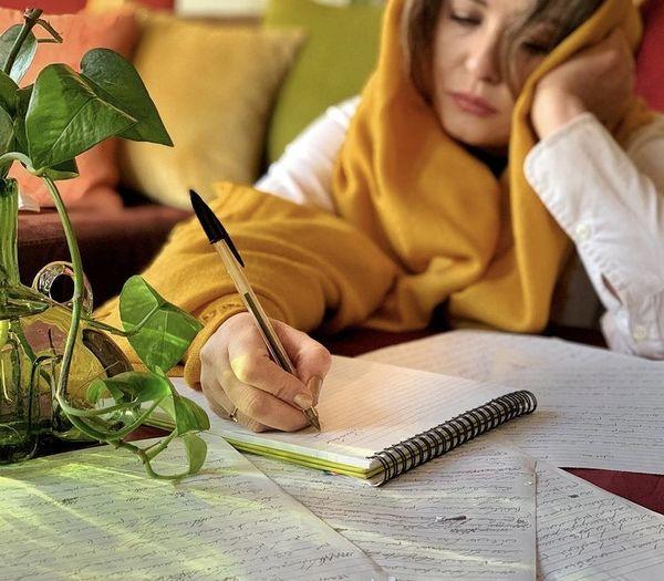 مهراوه شریفی نیا هم نویسنده شد + عکس