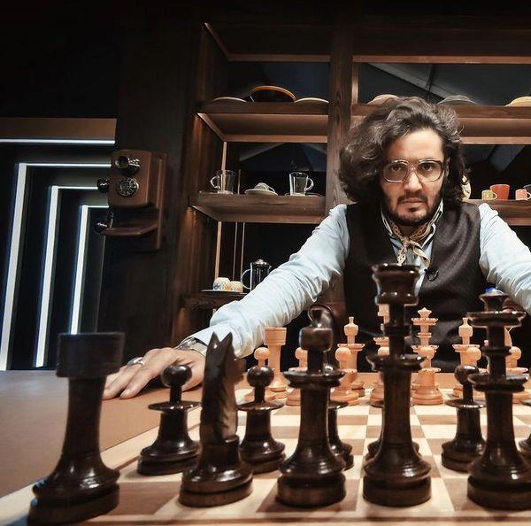 شطرنج بازی کردن مهران رنجبر + عکس