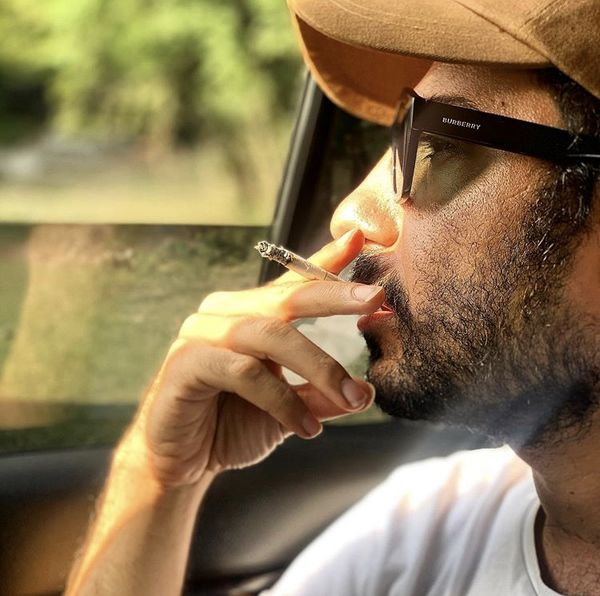 سیگار کشیدننوید محمدزاده + عکس