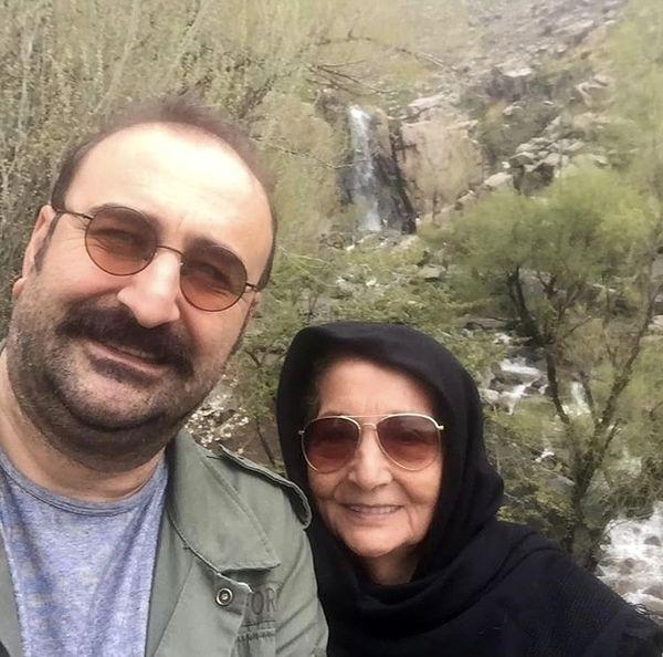مهران احمدی و مادرش + عکس