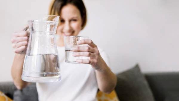 وقتی ادرار این رنگی است نوشیدن آب خطرناک است