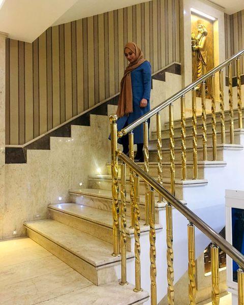 خانم خوش صدای معروف در یکی از هتل های همدان + عکس