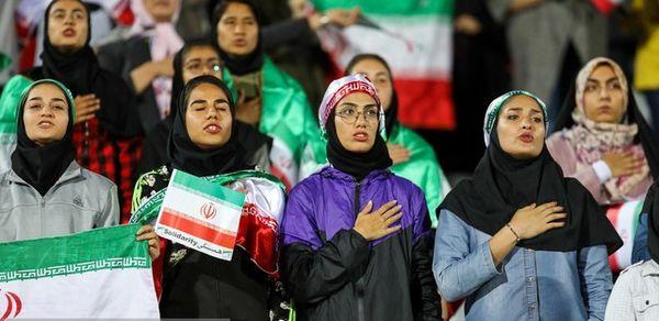"""حضور تماشاگران زن ژاپنی در """"آزادی""""/ زنان ایرانی شاید!"""