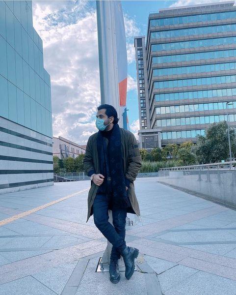 خواننده محبوب ایرانی در خیابان های استانبول + عکس