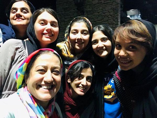 فاطمه هاشمی با دختران محرمانه+عکس