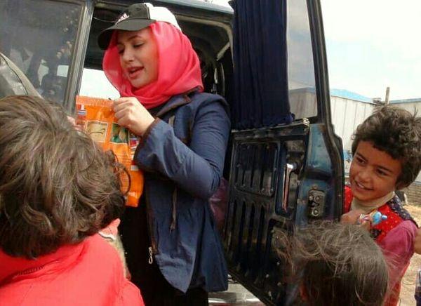 سفر بازیگر جنجالی میان زلزله زدگان+عکس