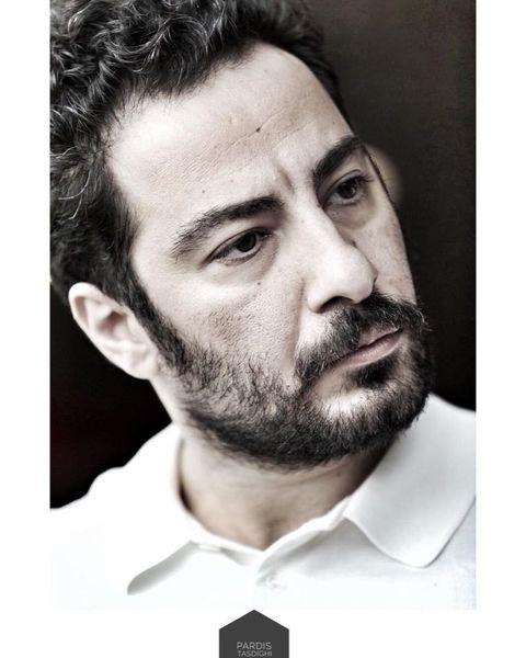 نوید محمدزاده با چهره ای جدی + عکس