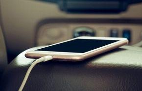 چرا نباید موبایل خود را در ماشین شارژ کنیم؟