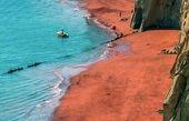 تصویر زیبا از ساحل قرمز در خلیج فارس