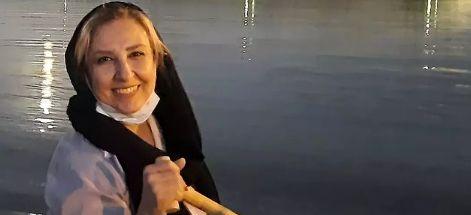 مرجانه گلچین در حال قایق سواری+ عکس