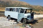 مصدومیت ۸ مسافر به دلیل واژگونی مینیبوس در لرستان