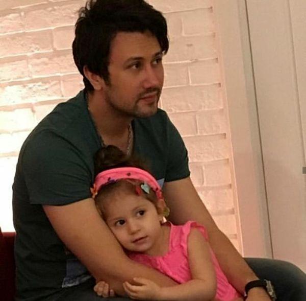 عکس عاشقانه شاهرخ استخری و دخترش