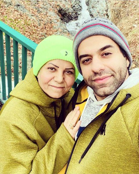 رضا بهرام و مادرش + عکس