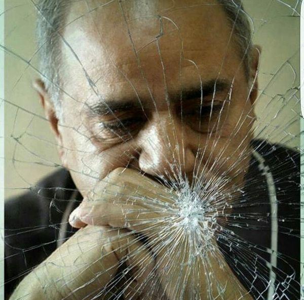 پرویز پرستویی در پس شیشه های شکسته + عکس