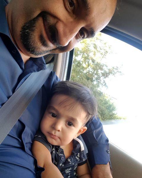 سلفی پدر پسری مجری معروف در پشت فرمون + عکس