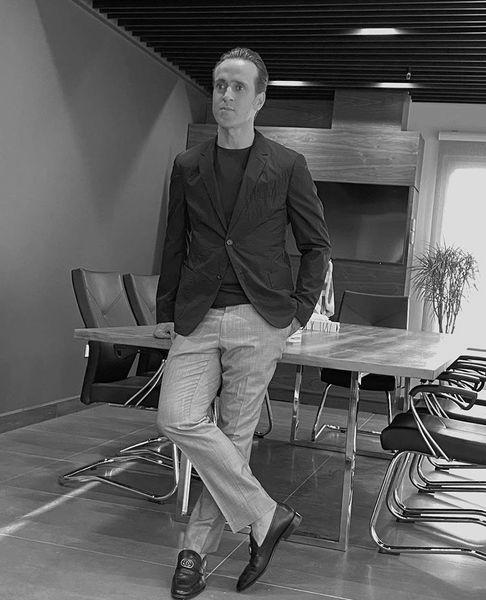 استایل رسمی علی کریمی در محل کارش + عکس