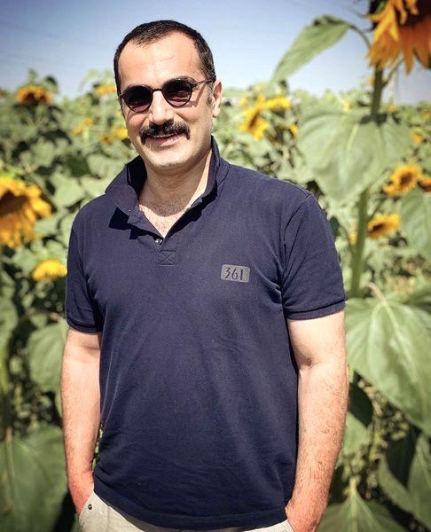 آقای بازیگر در مزرعه آفتابگردان + عکس