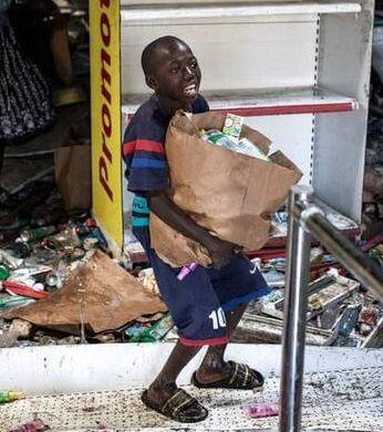 غارت فروشگاهی در سنگال توسط یک نوجوان+ عکس