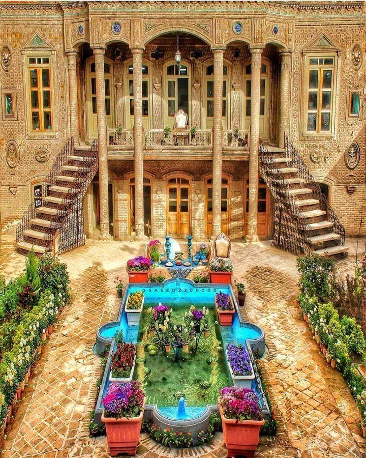 عمارتی به جا مانده از عصر قاجار در مشهد+عکس