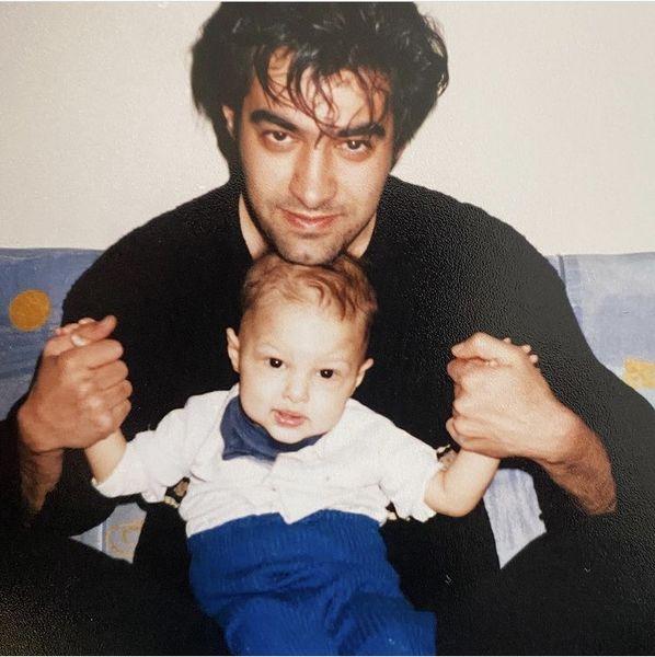 کودکی های پسر شهاب حسینی در آغوشش + عکس