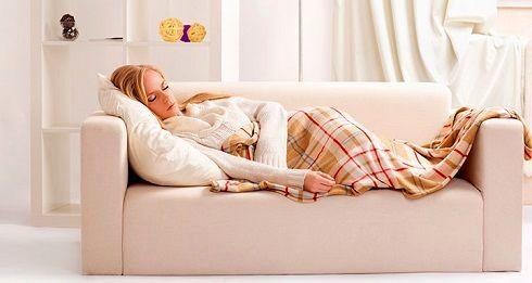 خوابیدن روی کاناپه ممنوع! زیرا ...
