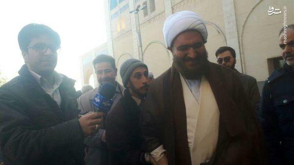 اقدام تحسین برانگیز حاج علی اکبری در نماز جمعه تهران
