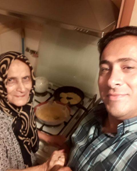 داود عابدی و مادرش با غذای مورد علاقه اش+عکس