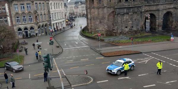برخورد یک خودرو با عابران در شهر «ترییر» در آلمان