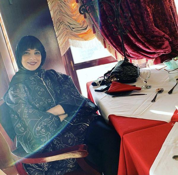 روشنک عجمیان در رستورانی لاکچری + عکس