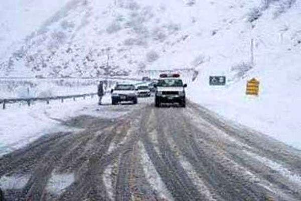 بارش برف و باران در محورهای 10 استان