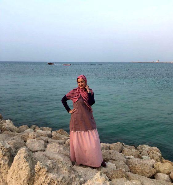 خاله نرگس مهربان در کنار دریا + عکس