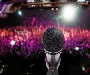 کنسرت مشترک خواننده های پاپ در برج میلاد
