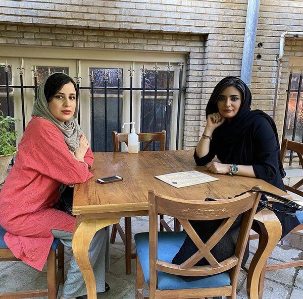 کافه گردی های لیندا کیانی با دوستش + عکس