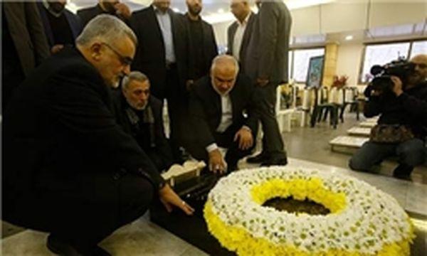 «علاء الدین بروجردی» بر سر مزار «شهید قنطار» حاضر شد
