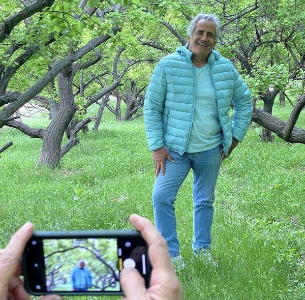 عکاسی مجید مظفری در باغی سرسبز + عکس