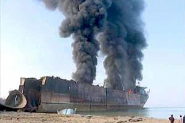 جزییات واژگونی تریلی نفتکش عراقی در جاده پلدختر- اندیمشک !