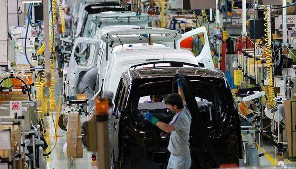 خودروسازان مطالبات قطعهسازان را پرداخت نمیکنند
