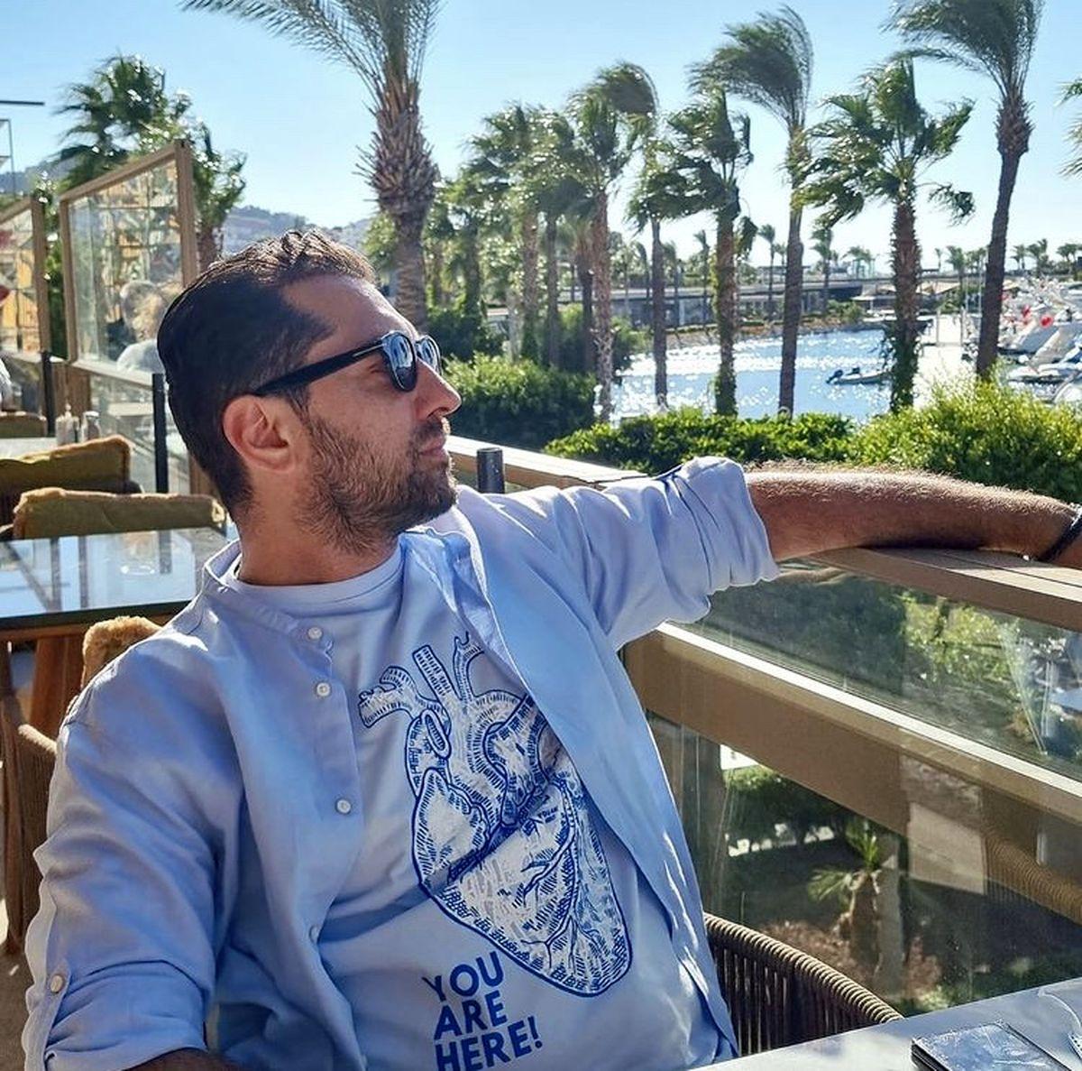 گشت و گذار بهرام رادان در جزیره ای زیبا + عکس
