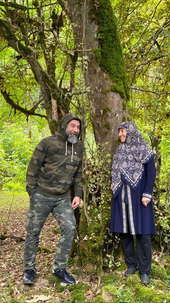 جنگل گردی فوتبالیست سابق با مادرش + عکس
