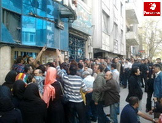 ازدحام برای دریافت عیدی سینماییها در خیابان